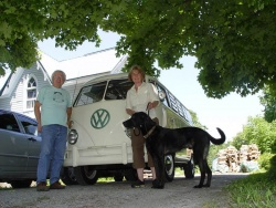 The Westy's previous owners, Jim and Jacquie Shields, owned the '66 Westy for 20 years.  It was an emotional send-off - they were holding back the tears as I pulled away from their home in Coldwater, Ontario.