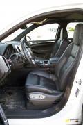 2014 Porsche Cayenne Diesel front seats