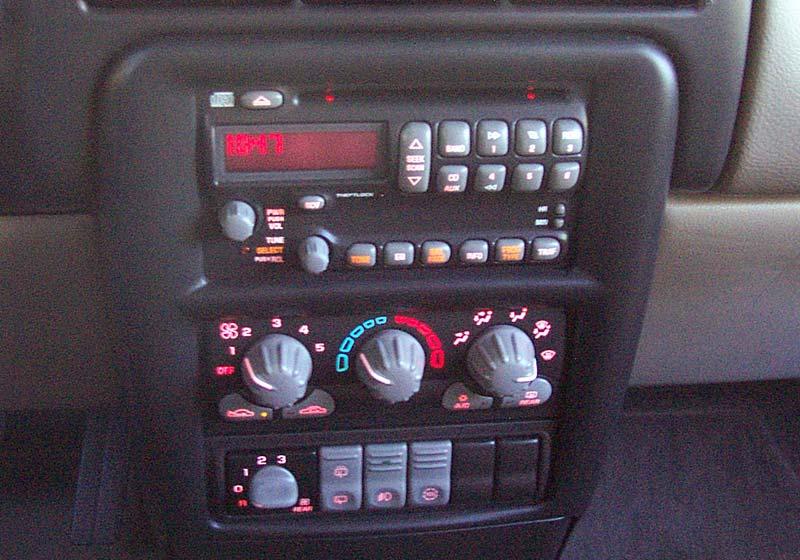 2003 Pontiac Montana Minivan Images