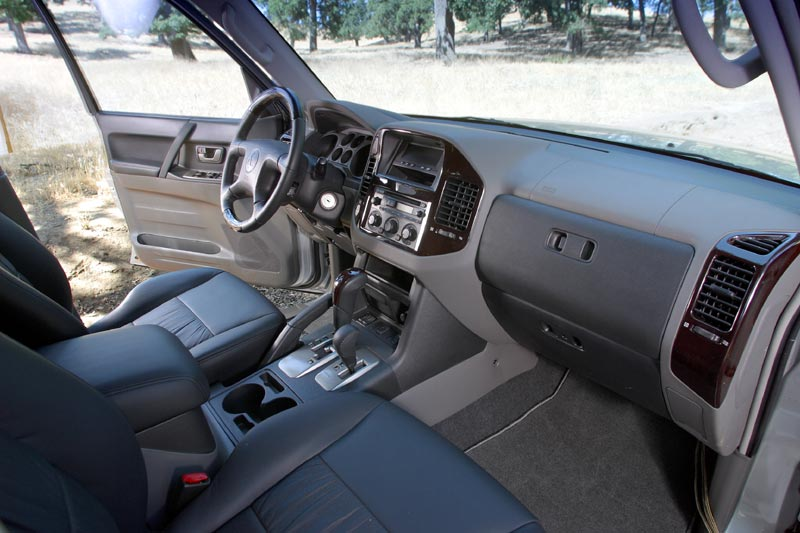 possibly the nicest interior in its class - Mitsubishi Montero 2003 Interior