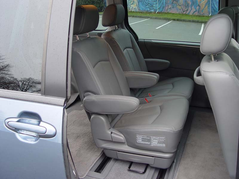 CanadianDriver » Mazda » Test Drive: 2004 Mazda MPV GT car interior